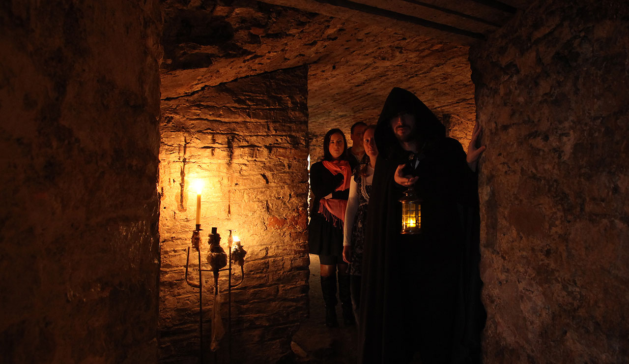 scotland, edinburgh, ghost tour, underground vault, mercat tours
