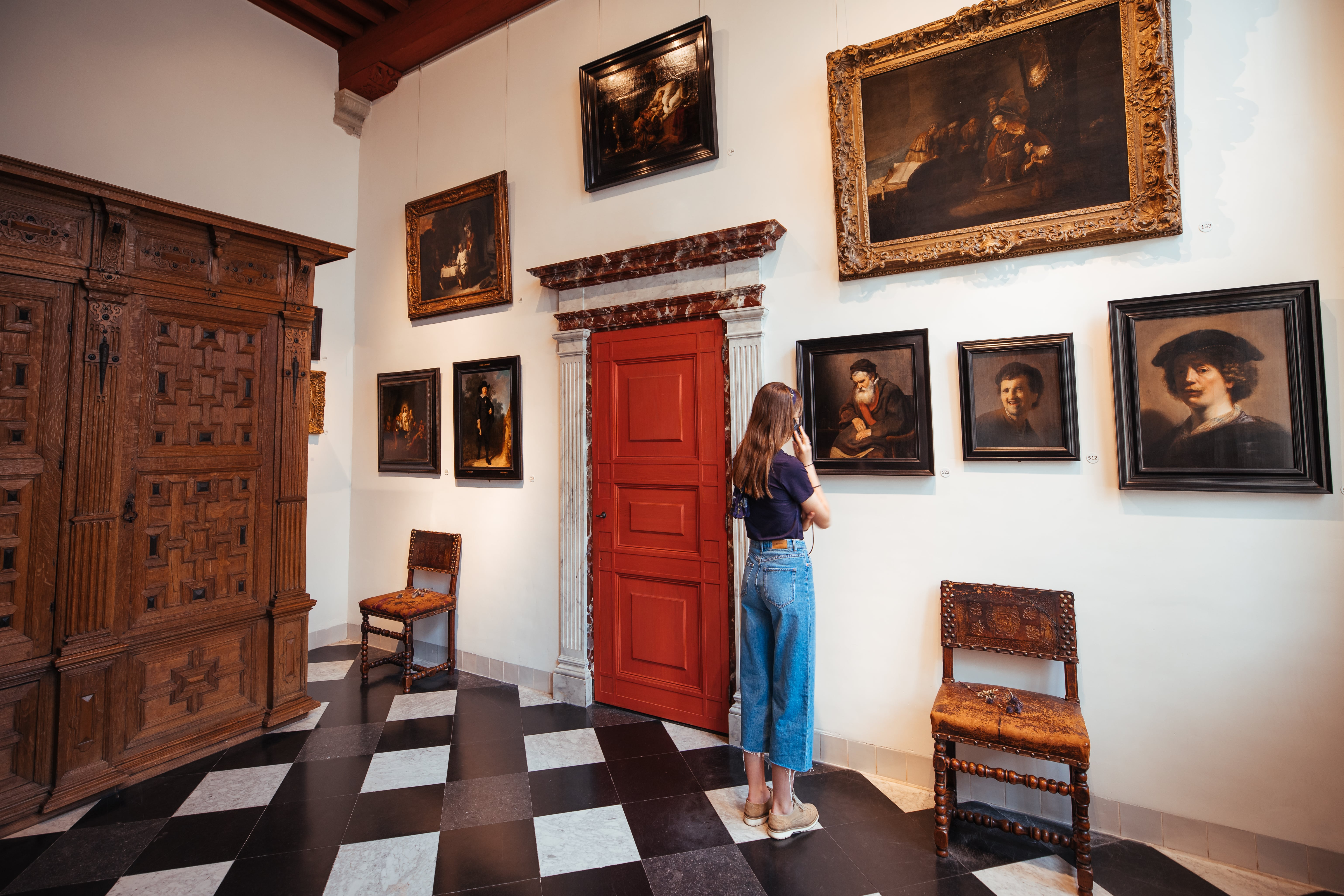 Girl looking at Rembrandt pictures